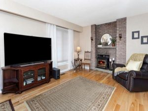 Yonge livingroom